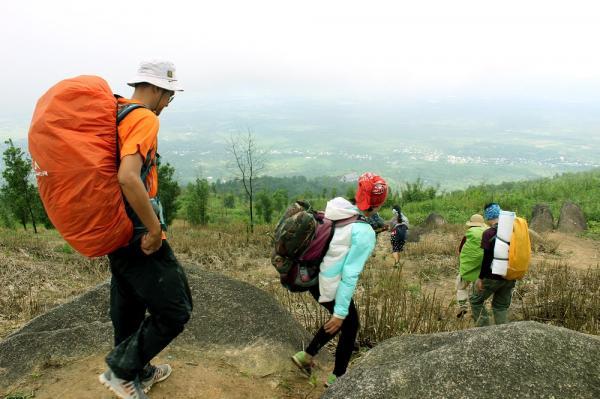 Hành trình xuống núi theo đường chùa.