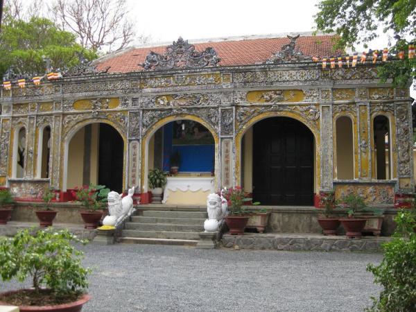 Du khách có thể đến chùa Bửu Long cổ tự để hành hương lễ Phật (Nguồn: dulich24h.com)