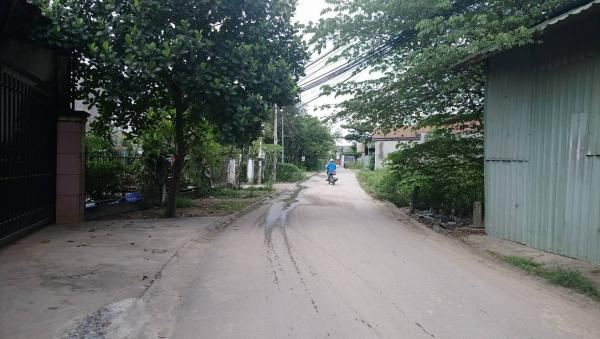 Đoạn đường xóm Suối Lở, nơi nhóm cô đồ thường xuyên xuất hiện, quậy phá người dân.