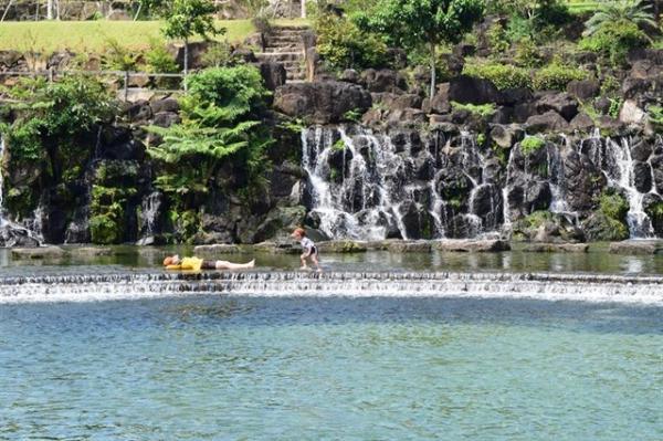 Những thác nước róc rách