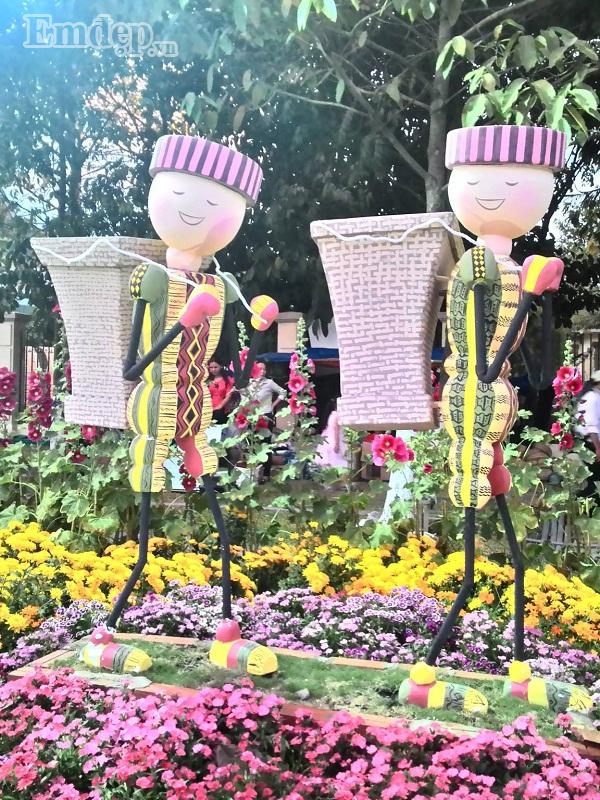 Hầu hết hoa ở Trấn Biên đều được trồng tự nhiên quanh năm.