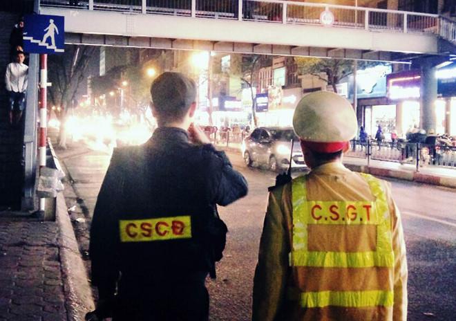 Từ 1/3, CSGT và lực lượng hỗ trợ đảm bảo trật tự ATGT ban đêm được bồi dưỡng tối đa 100.000 đồng/người/ca. Ảnh: Hoàng Lam.