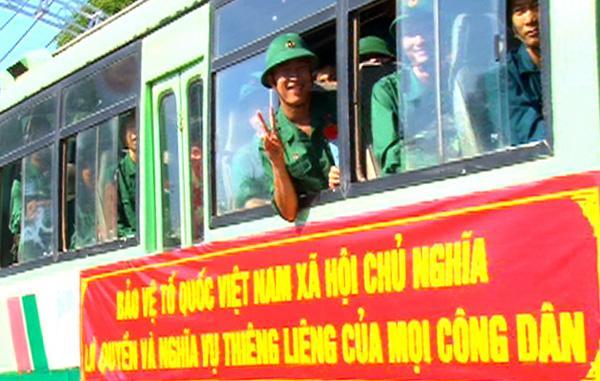 Các tân binh huyện Xuân Lộc hăng hái lên đường nhập ngũ