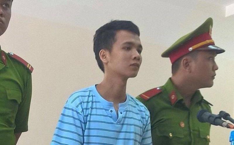 Bị cáo Nguyễn Nghĩa đang nghe toà tuyên án
