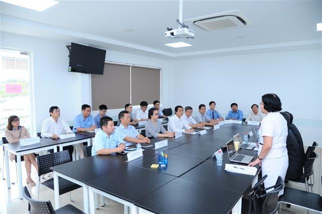 Đoàn kiểm định chất lượng giáo dục Đại học quốc gia TP.Hồ Chí Minh khảo sát mức độ hài lòng của doanh nghiệp khi tuyển dụng sinh viên của Trường đại học Lạc Hồng.