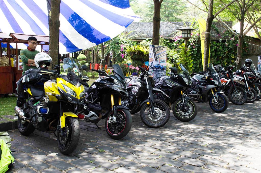Một số dòng xe Adventure hiệu suất cao như Kawasaki Versys 600, Ducati Multistrada, BMW S1000XR,...