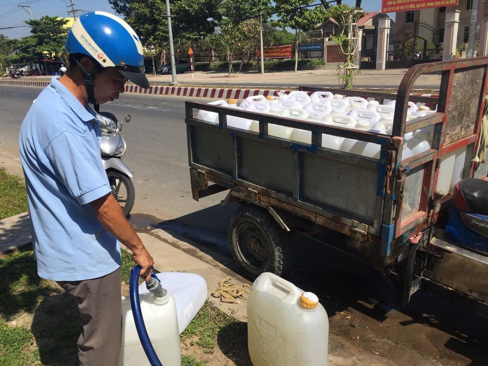 Hặn mặn, gay gắt, người dân ĐBSCL phải mua nước ngọt với giá 300.000đ/khối