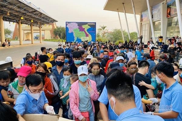 Lượng người dân trở về nước qua các cửa khẩu ở Quảng Trị tăng đột biến