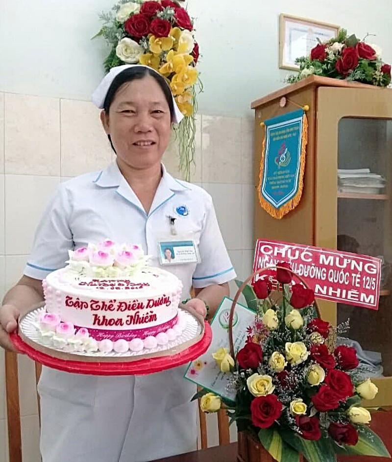 Điều dưỡng Liên lúc được đồng nghiệp tổ chức sinh nhật.
