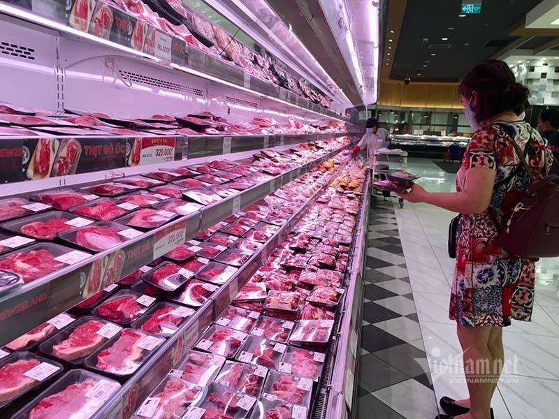 Các chuyên gia cho rằng, vấn đề đang nằm ở khâu trung gian, phân phối nên giá thịt lợn vẫn neo cao