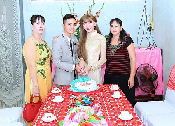 Cũng giống Minh Anh, Minh Khang cũng sở hữu quá khứ chật vật vì không được gia đình chấp nhận