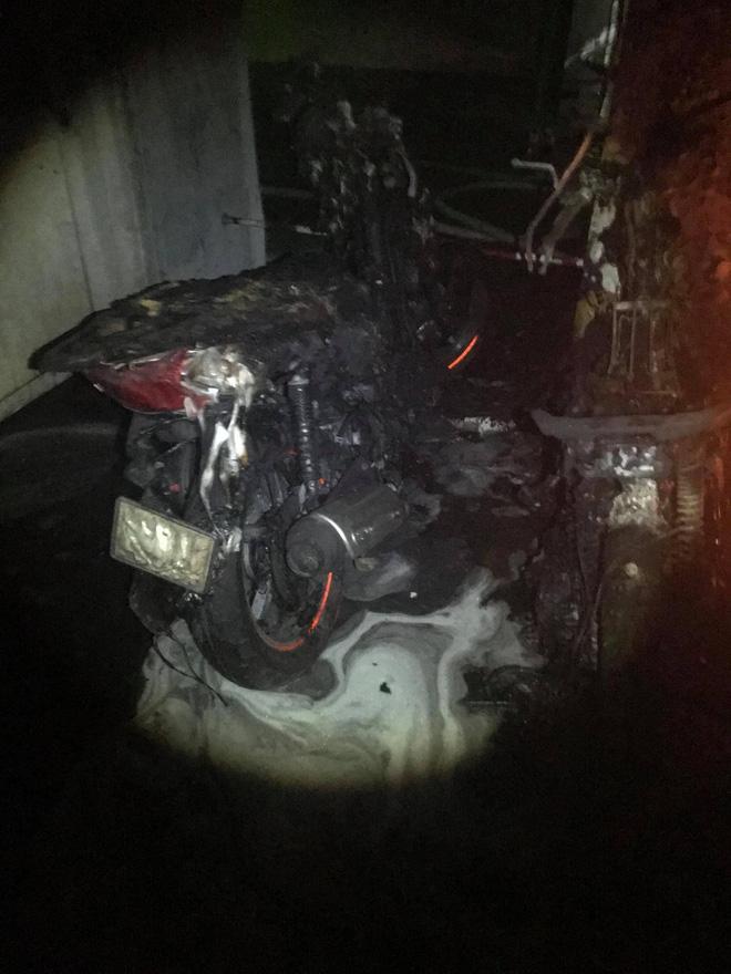 Nhiều xe máy cháy nát không thể nhận ra- Ảnh: FB