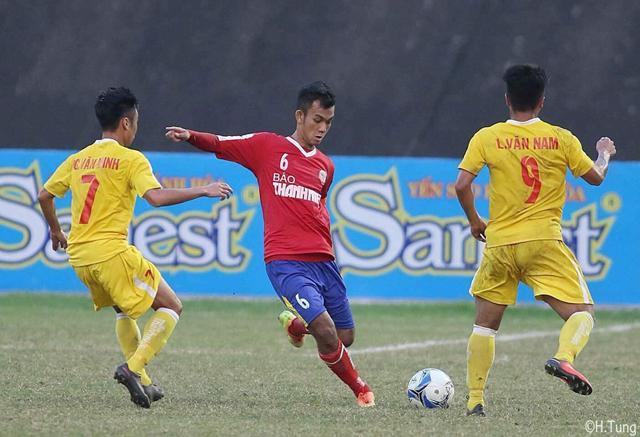 """Nguyễn Hoàng Duy (giữa) - """"thủ lĩnh"""" của U19 Đồng Tháp hiện tại (ảnh: Nhân vật cung cấp)"""