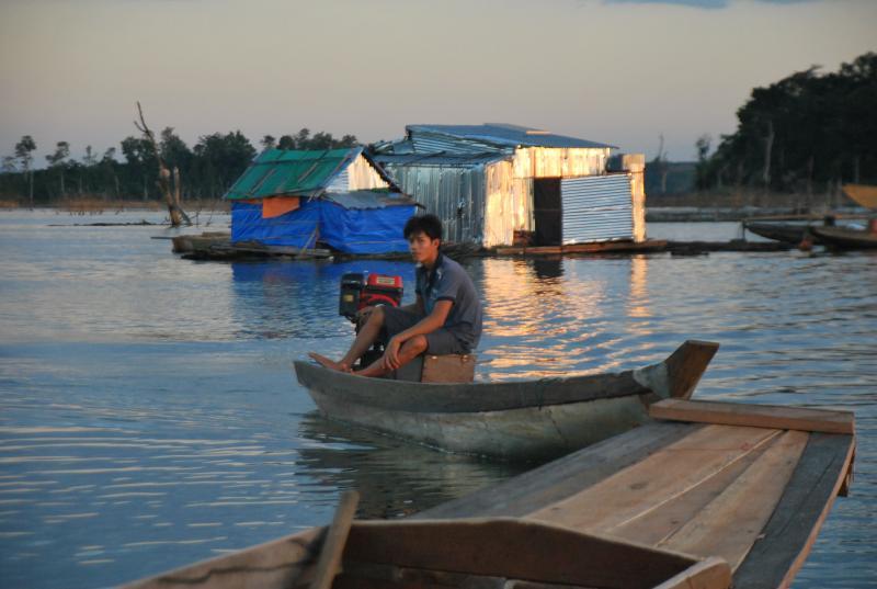 Anh Nguyễn Thành Nhân người nhiệt tình đưa PV đi thăm thú một vòng quanh ốc đảo