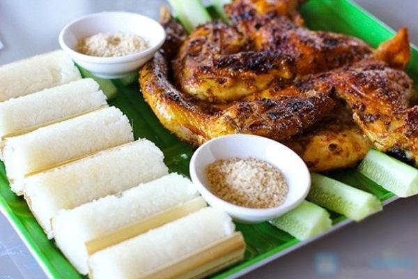 Đến Gia Lai mà chưa thưởng thức cơm lam, gà nướng quả là một điều thiếu sót lớn. (Nguồn: ngoisao.net)