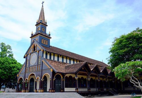 Vẻ uy nghiêm, cổ kính của ngôi nhà thờ. (Nguồn: Thanh Tuyết)