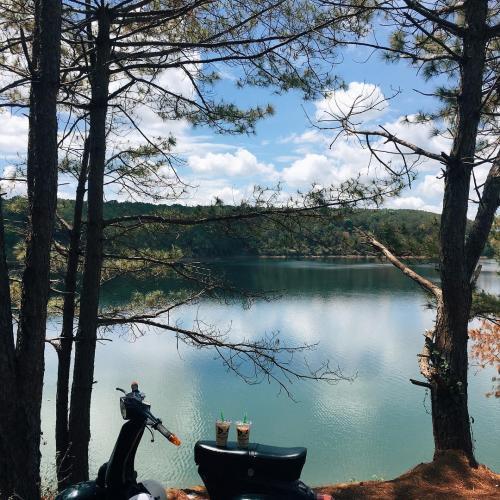 Phong cảnh quanh Biển Hồ xinh đẹp vô ngần. (Nguồn: lyckng)