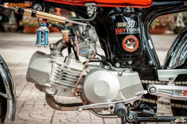 Điểm đặc biệt ở bản độ này chính là khối động cơ Daytona Anima 190 cc 4 valve được chủ nhân đặt mua từ Nhật, để thay thế cho khối động cơ nguyên bản dung tích 50 cc chỉ mạnh khoảng 5 mã lực vốn không thể đáp ứng được nhu cầu tốc độ của nhiều biker.