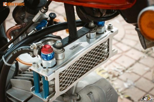 Để giữ xe ổn định ở tốc độ cao, trợ lực lái Racing Boy đã được trang bị ở bên trái chiếc 67, trong khi két làm mát dầu của Takegawa - một tên tuổi cũng khá nổi tiếng tại Nhật chuyên trị xe phân khối nhỏ đã được trang bị cho xe nhằm tản nhiệt phần nào.