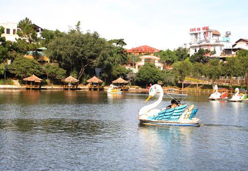 Hồ Đức An là địa điểm vui chơi nổi tiếng ở phố Núi.