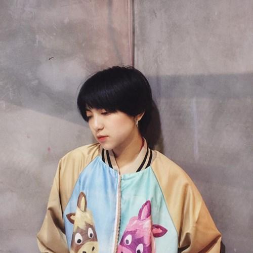 Mới đây, tấm ảnh thẻ của Dương Ngọc Huyền chụp từ cuối tháng 7/2017 bỗng được đăng tải trên một fanpage tập trung khá nhiều dân mạng và lập tức gây chú ý.