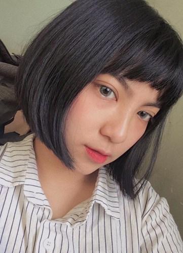 Sở hữu làn da trắng, gương mặt cá tính với ngũ quan sắc sảo và đặc biệt là thời trang tóc được thay đổi liên tục, cô gái 9X Pleiku này nhanh chóng trở thành tâm điểm chú ý đến từ dân mạng.