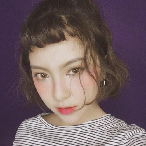 Lần mò vào trang cá nhân của Dương Ngọc Huyền nhiều người còn ngỡ như đang vào một cuốn tạp chí với những bộ cánh thời trang vô cùng thời thượng, bắt kịp xu thế của cô nàng 9X này.