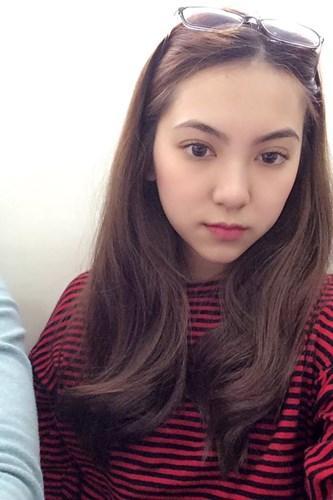 Theo nhiều người nhận xét, vẻ đẹp của Dương Ngọc Huyền có điểm gì đó gần giống với BTV thời tiết từng rất nổi tiếng của đài VTV đó là Mai Ngọc. Từ khuôn mặt cho tới đôi mắt của cô nàng này khiến mọi người phải liên tưởng và tự hỏi rằng, liệu đây có phải bản sao của BTV đang làm việc tại đài truyền hình.