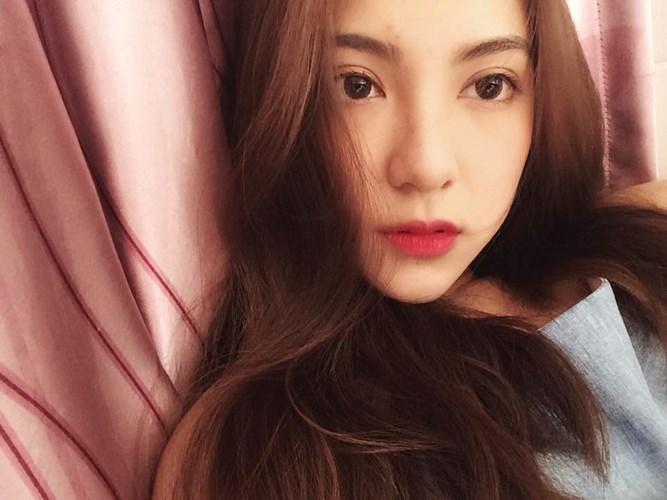 Đôi môi đỏ, đôi mắt tròn to và đặc biệt là làn da trắng giúp Dương Ngọc Huyền khẳng định tên tuổi của mình dù chỉ là mới nổi trong cộng đồng mạng.