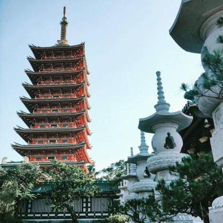 Bảo tháp Xá Lợi với chiều cao 40 m là một trong những công trình lớn nhất ở thành phố Pleiku. (Nguồn: Azechgirlinworld)