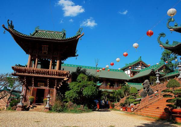 Ngôi chùa được làm hoàn toàn bằng gỗ pơ mu và gỗ gõ. (Nguồn: hzunky)