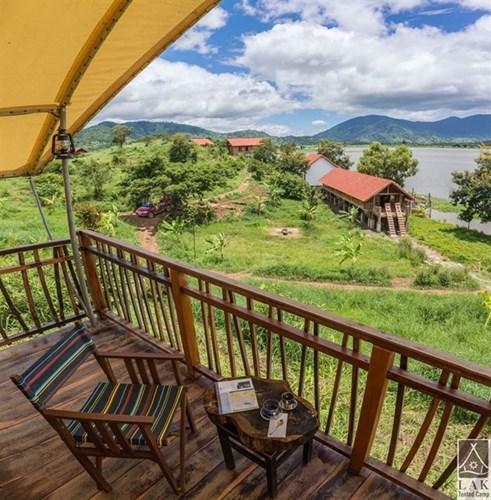 Lak Tented Camp là khu nghĩ dưỡng còn khá mới và thích hợp cho nghĩ dưỡng. Nó nằm cách thành phố Buôn Mê Thuột 50km về QL 27, thuộc thị trấn Liên Sơn, huyện Lăk, tỉnh Đăk Lăk.