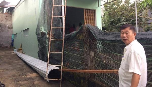Tôn bị lốc xoáy làm bay sang nhà dân ở Gia Lai nhưng rất may không gây thương vong