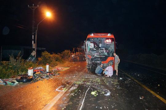 Hiện trường vụ tai nạn làm 1 người chết tại chỗ và hàng chục người khác bị thương