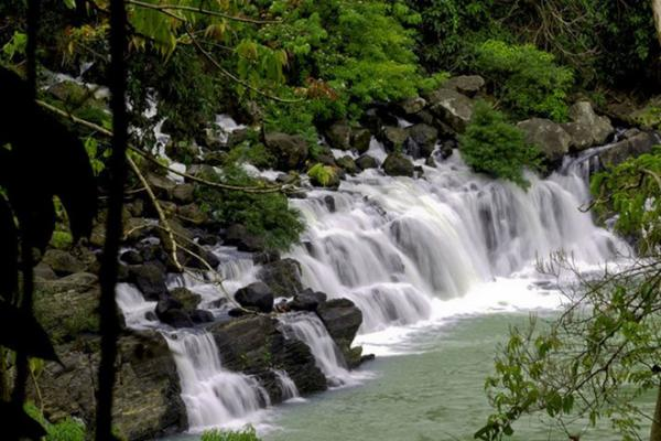 Thác Krông Kma(Đắk Lắk) bắt nguồn từ đỉnh cao nhất của dãy Cư Yang Sin, đổ xuống chân núi, tạo thành dòng thác hoang sơ, thơ mộng.  Ảnh: Daklaktourism.
