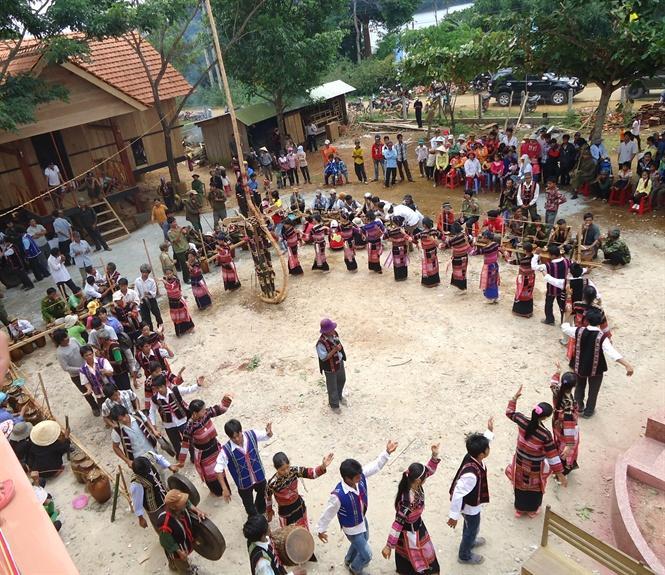 Sinh hoạt cộng đồng của dân làng