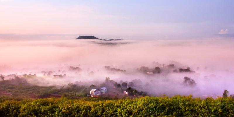 Mây bồng bềnh trôi giữa bạt ngàn sương mỏng, phải chăng Pleiku là thiên đường của tạo hóa?