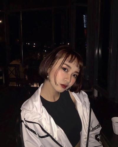 Gương mặt cá tính và phong cách thời trang cực ngầu, Yến Nhi hứa hẹn là một trong những người mẫu lookbook tài năng.
