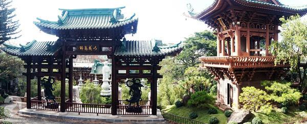 Một góc của Chùa Minh Thành, chùa rất rộng và đẹp, cảm giác kiến trúc mang hơi hướng Nhật Bản, rất thiên nhiên mà lại trang nghiêm kì lạ.