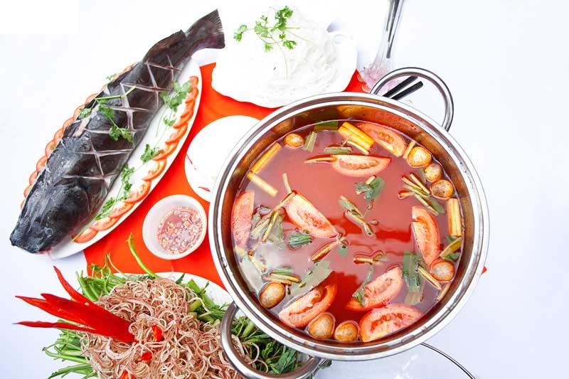 Lẩu cá lăng măng chua là món ăn nổi tiếng của người Tây Nguyên.