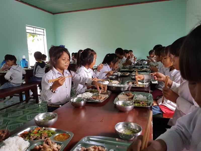 Bữa ăn khai trương ở công trình tình thương của ngành GTVT Gia Lai