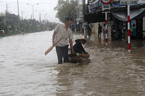 Mưa lũ gây ngập lụt tại Nha Trang (Khánh Hòa)