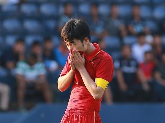 Xuân Trường thất vọng sau trận thua trước U23 Uzbekistan. Ảnh: Zing.vn