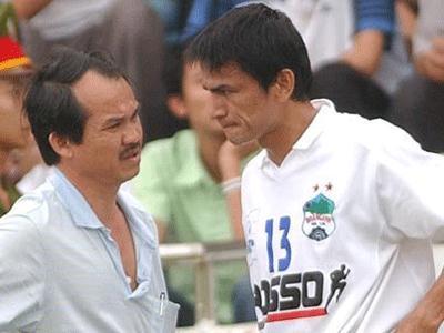 Kiatisak từng khoác áo HAGL với mức lương 7.000 USD/tháng, con số khổng lồ ở thời điểm năm 2001. Ảnh: Tri thức trẻ.