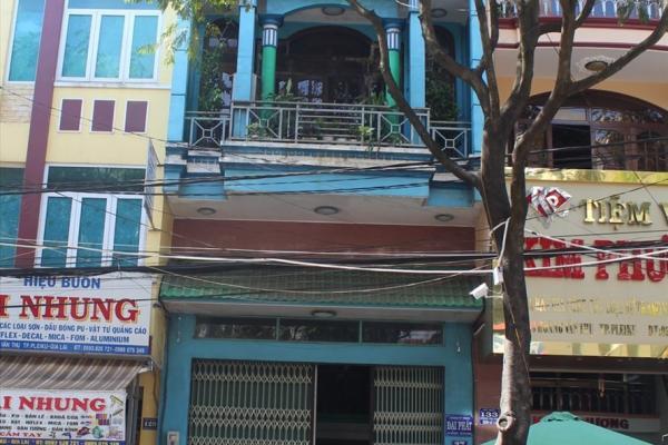 Trụ sở Cty Đại Phát do ông Hồ Sĩ Nhân làm Giám đốc (tòa nhà màu xanh, ở giữa). Ảnh Đình Văn