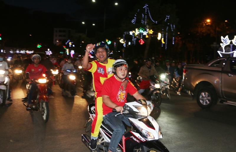 Sự phấn khích của người dân khi Đội tuyển U23 Việt Nam vào chung kết của giải đấu. Ảnh: Q.T