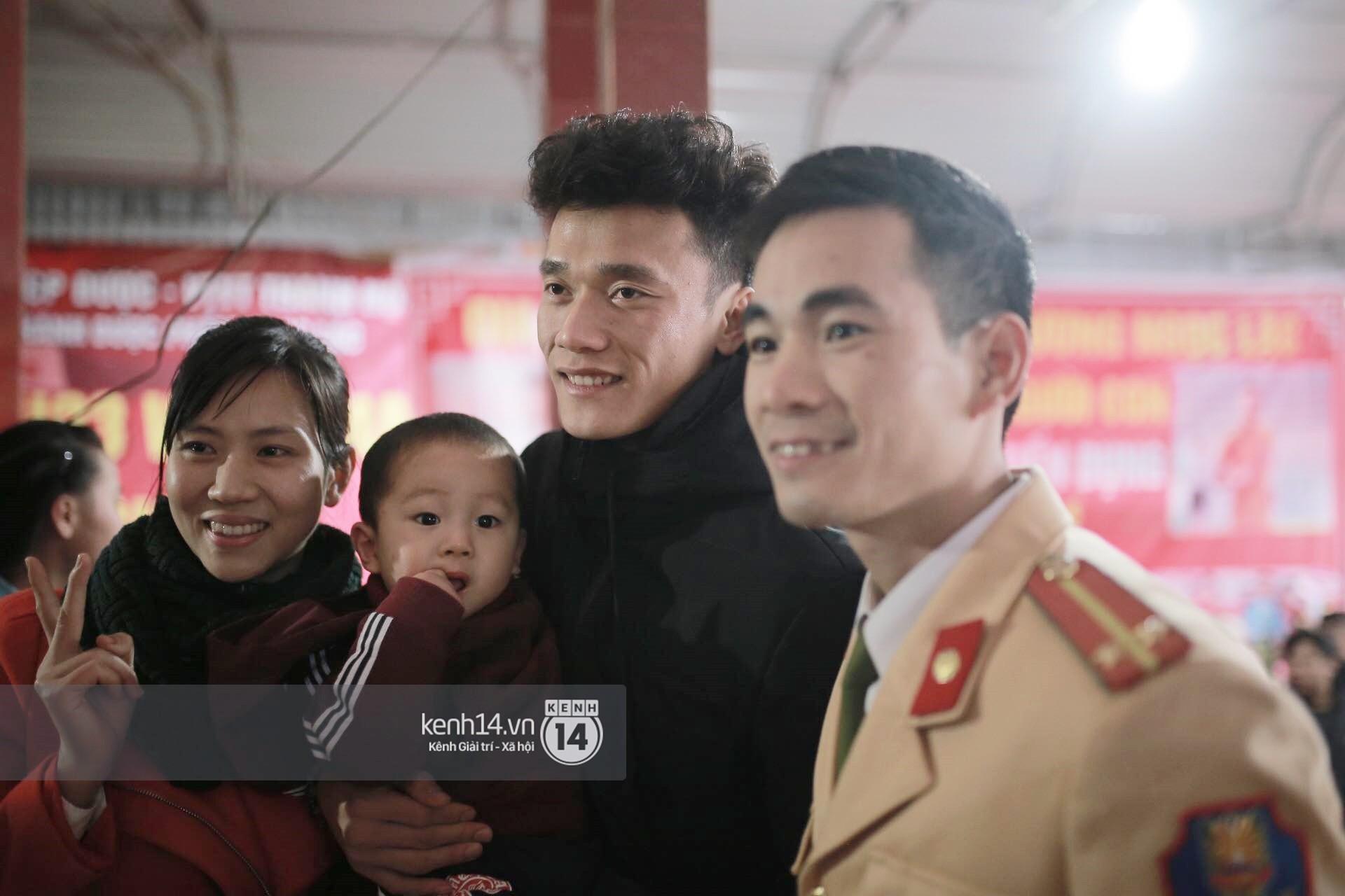 ... vậy là anh đã có kiểu tóc Goo Jun Pyo phiên bản 2018 để về quê đoàn tụ với gia đình.