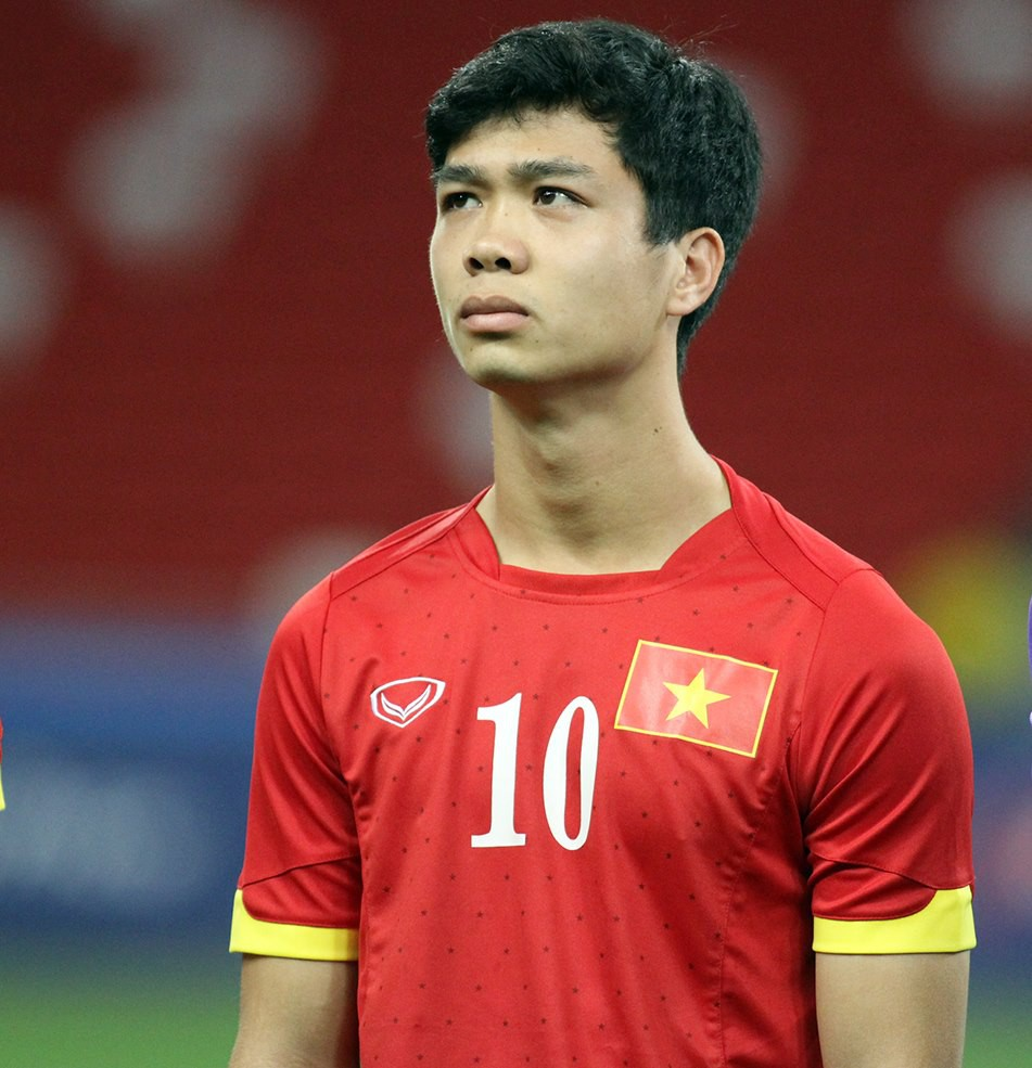 Trong dàn cầu thủ U23 Việt Nam, Công Phượng có lẽ là người chăm đổi tóc nhất, và không ngại những kiểu táo bạo nhất. Mới năm 2015 tóc Công Phượng còn gọn gàng, giản dị như thế này...