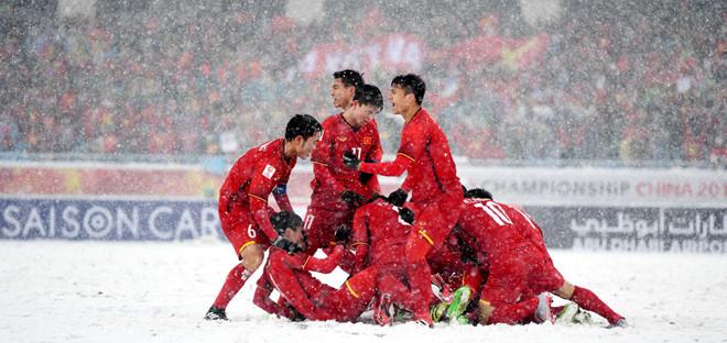 Hình ảnh ăn mừng trên tuyết của U23 Việt Nam gây xúc động mạnh. Ảnh: AFC.
