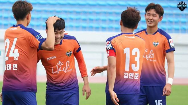 Xuân Trường gặp rất nhiều khó khăn trong thời gian thi đấu tại Hàn Quốc. Ảnh: Gangwon.
